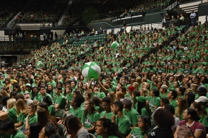 A sea of green at the 2019 New Student Convocation
